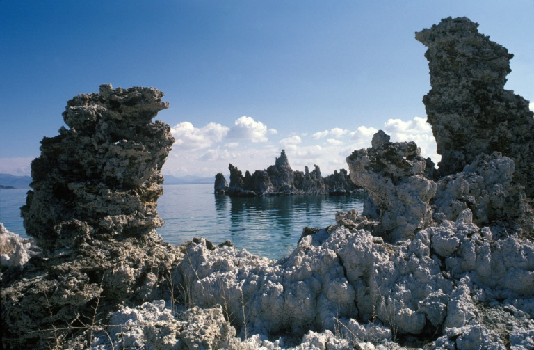 090-S20294_Mono_Lake_Tufa  © California State Parks